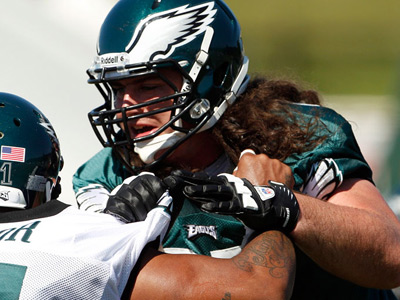 Dennis Kelly will start for Todd Herremans Friday night when the Eagles face the Browns. (Yong Kim/Staff Photographer)