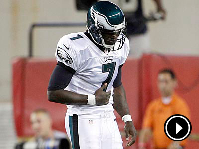 Michael Vick left Monday´s game against the Patriots with a rib injury in the first quarter. (Yong Kim/Staff Photographer)