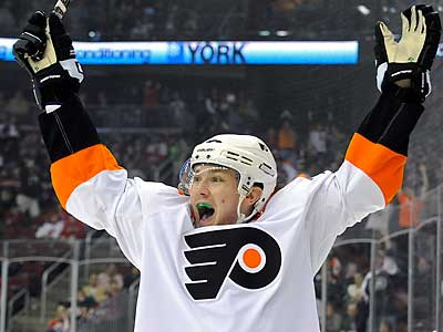 James van Riemsdyk and some of his Flyers teammates will appear in Judd Apatow´s upcoming film. (Bill Kostroun/AP)
