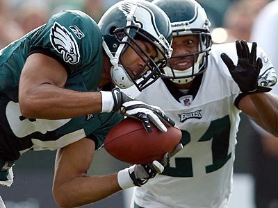 Hank Baskett, seen here catching a ball during training camp, has been cut by the Eagles. (David Maialetti / Staff file photo)