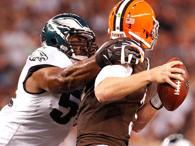 Eagles&acute; Brandon Graham, left, sacks Browns&acute; quarterback Brandon<br />Weeden. (David Maialetti/Staff Photographer)