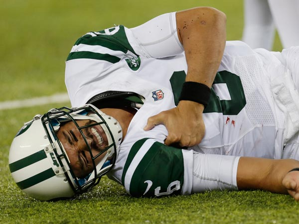 Jets quarterback Mark Sanchez (6) reacts to an injury during the second half of a preseason NFL football game against the New York Giants, Saturday, Aug. 24, 2013, in East Rutherford, N.J. He left the game with what appeared to be a shoulder injury. (Julio Cortez/AP)