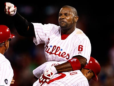 Ryan Howard´s ejection in the 14th inning was a decisive moment in Tuesday´s loss. (Ron Cortes/Staff Photographer)