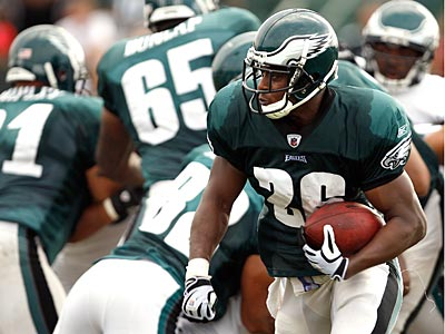 Mike Bell has yet to see action in the Eagles´ first two preseason games. (David Maialetti / Staff Photographer)