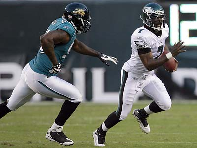 Michael Vick made his Eagles debut on the team´s first offensive series of the game. (Yong Kim/Staff Photographer)