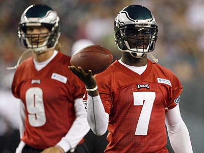 Eagles quarterbacks Nick Foles (left) and Michael Vick. (Yong Kim/Staff file photo)