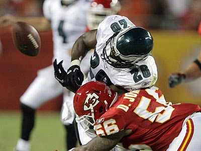 Mike Bell loses control of the ball during the second quarter against the Chiefs. (Yong Kim/Staff Photographer)