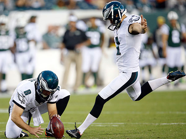 Eagles kicker Cody Pakey. (Yong Kim/Staff Photographer)