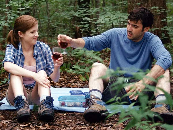 "Anna Kendrick and Ron Livingston hoist a couple in Joe Swanberg´s ""Drinking Buddies."""