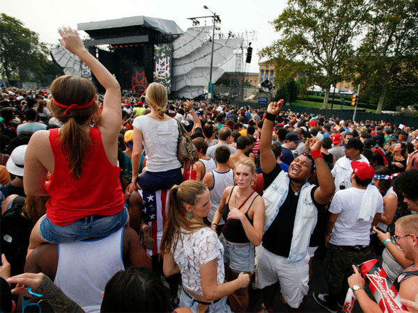 Part of a crowd of nearly 40,000 gathered for the first Made in America concert. (Michael S. Wirtz / Staff Photographer)