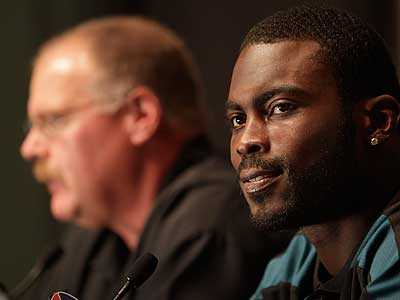 Michael Vick speaks with the media at a press conference announcing his new deal. (David Maialetti/Staff Photographer)