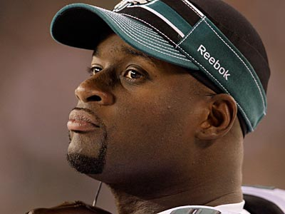 It seems Eagles quarterback Vince Young has a look-alike in Washington, DC. (David Maialetti/Staff Photographer)