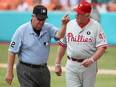 Joe West ejects Charlie Manuel after overturning a call after a video review. (Hector Gabino/AP Photo, El Nuevo Herald)