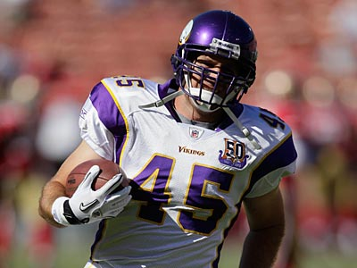 The Eagles signed former Vikings tight end Garrett Miles to their practice squad. (Ben Margot/AP file photo)