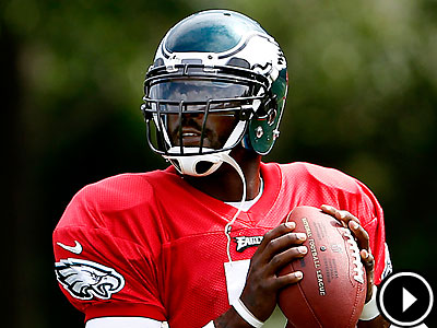 Michael Vick will start Sunday against the Browns after a limited preseason. (David Maialetti/Staff file photo)