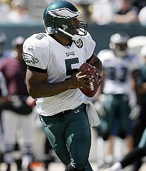 Donovan McNabb threw for 361 yards and three touchdowns in the Eagles´ 38-3 win over the Rams (Mel Evans/AP)