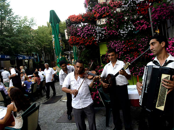 A band performs in Skadarlija, Belgrade´s bohemian quarter, where the many restaurants serve up traditional cuisine and live music.