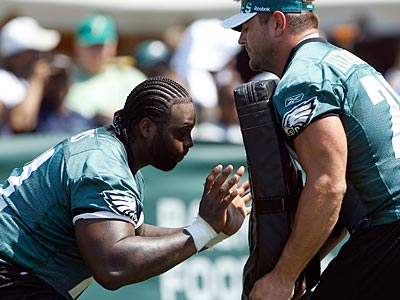 The Eagles offensive line could run into problems communicating playing in domes their first two games. (Yong Kim/Staff Photographer)