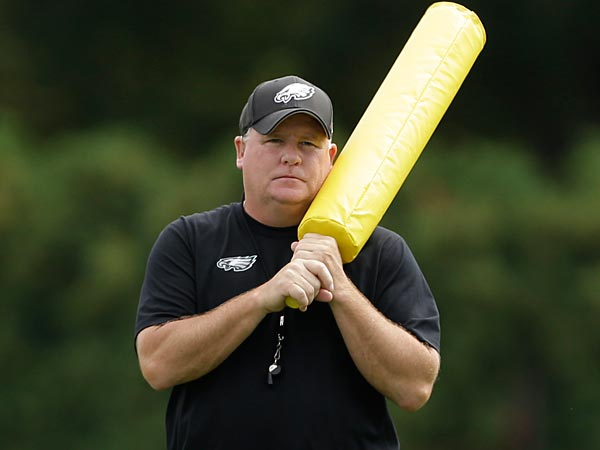 Philadelphia Eagles head coach Chip Kelly prepares to help run a drill during practice at the NFL football team´s training facility, Thursday, Sept. 5, 2013, in Philadelphia. (AP Photo/Matt Rourke)