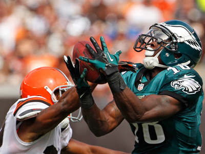 Eagles wide receiver Jeremy Maclin hauls in a long reception in the first half against the Browns. (Ron Cortes/Staff Photographer)