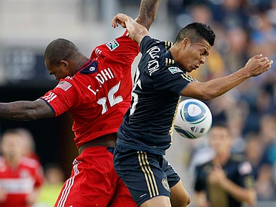 Michael Orozco Fiscal battles for a header with Chicago Fire´s Collins John in the first half. (AP Photo/Matt Slocum)