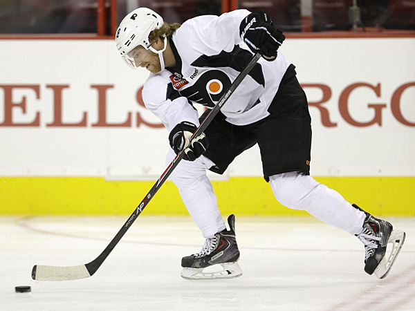 Claude Giroux runs a drill during the Philadelphia Flyers&acute; NHL hockey<br />training camp, Thursday, Sept. 12, 2013, in Philadelphia. (AP<br />Photo/Matt Rourke)