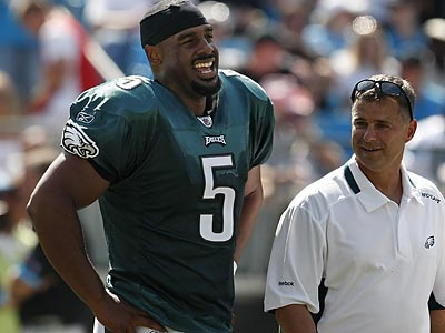 Donovan McNabb suffered a fractured rib on Sept. 13 in the Eagles´ season-opening victory over Carolina. He has not played since. (Ron Cortes/Staff Photographer)