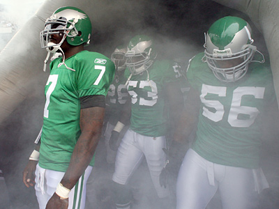 Michael Vick will be the Eagles´ starter against Detroit if Kevin Kolb isn´t cleared to play.  (Yong Kim / Staff Photographer)
