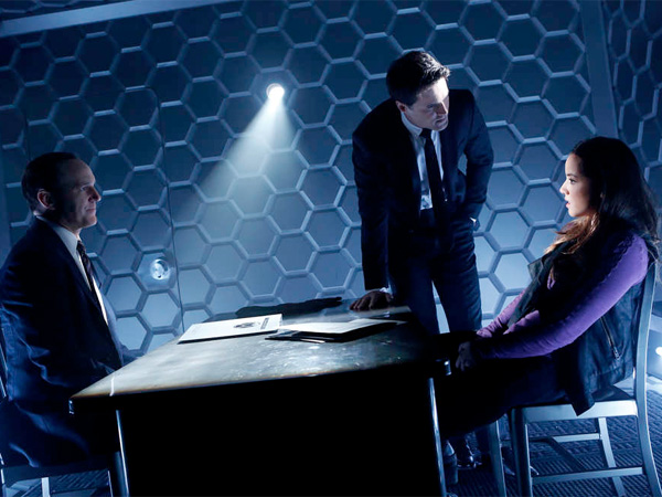 """Marvel´s Agents of S.H.I.E.L.D."" on ABC features Clark Gregg (left), Brett Dalton, and Chloe Bennet: Specialized agents investigating strange phenomena. (JUSTIN LUBIN / ABC)"