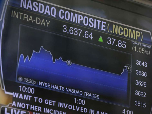 "A TV display on the Nasdaq building shows the line""NYSE halts Nasdaq trades."" (Seth Wenig / Associated Press)"