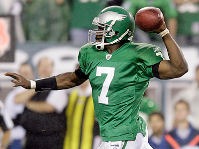 Michael Vick provided a huge spark and nearly led the Eagles all the way back to a win. (Yong Kim/Staff Photographer)