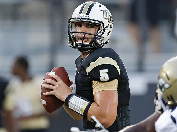 Central Florida quarterback Blake Bortles (5) looks for a receiver. (AP Photo/John Raoux)