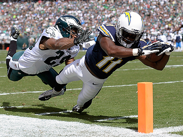 San Diego Chargers´ Eddie Royal, right, dives for a touchdown as Philadelphia Eagles´ Nate Allen defends during the first half of an NFL football game on Sunday, Sept. 15, 2013, in Philadelphia. (AP Photo/Michael Perez)