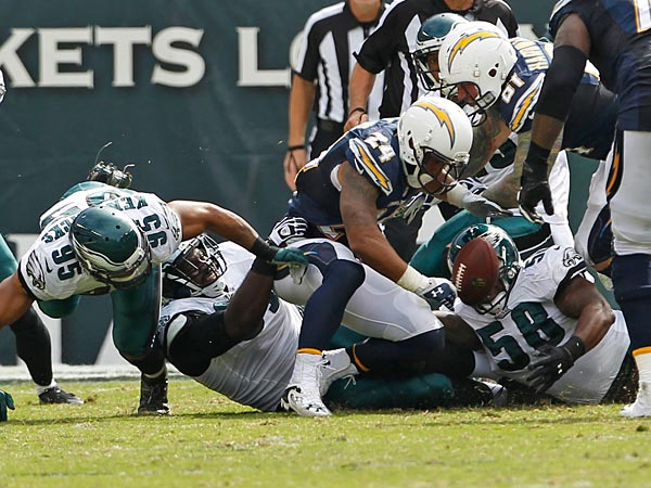 The Eagles´ Trent Cole causes a fumble in the second quarter. (Ron Cortes/Staff Photographer)