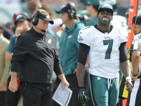 Chip Kelly and Michael Vick. (Clem Murray/Staff Photographer)