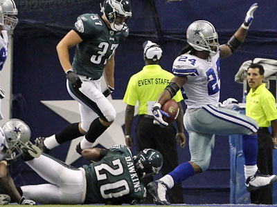 Cowboys running back Marion Barber breaks the grasp of Eagles free safety Brian Dawkins to score the winning touchdown in Monday night´s game. (Ron Cortes / Inquirer)