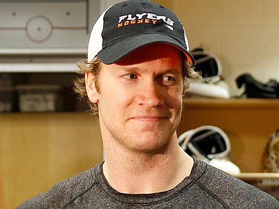 Chris Pronger will make his preseason debut tonight against the Devils. (Yong Kim/Staff file photo)