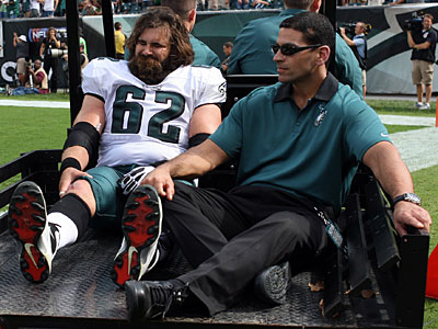 Jason Kelce suffered MCL and ACL tears in the third quarter of the Eagles´ win on Sunday. (Yong Kim/Staff Photographer)