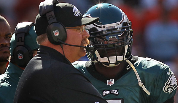 Andy Reid and Michael Vick talk on the sidelines as the Eagles take on the Browns in Cleveland on September 9, 2012. (Ron Cortes/Staff Photographer)