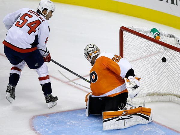 Washington Capitals´ Joel Rechlicz, left, scores past Philadelphia Flyers´ Ray Emery during a shootout in a preseason NHL hockey game, Monday, Sept. 16, 2013, in Philadelphia. Washington won 4-3 in a shootout. (AP Photo/Matt Slocum)