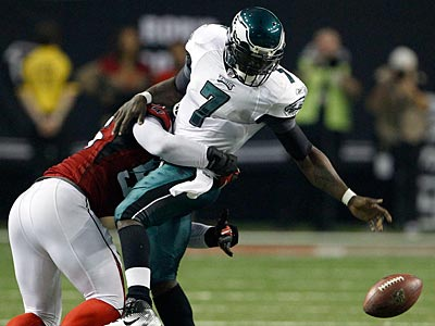 Michael Vick fumbles in the second quarter of the Eagles´ 35-31 loss. (Yong Kim/Staff Photographer)