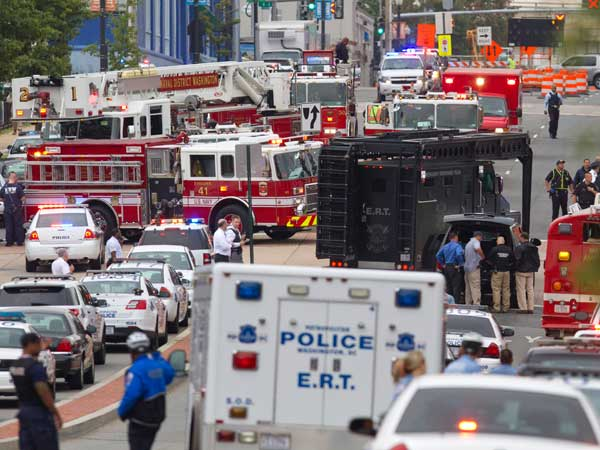 A Emergency Response Team vehicle arrives to the scene where a gunman was reported at the Washington Navy Yard in Washington, on Monday, Sept. 16, 2013. (AP photo)