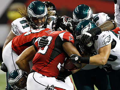 The Eagles defense goes after Falcons running back Michael Turner during the first quarter. (Yong Kim/Staff Photographer)