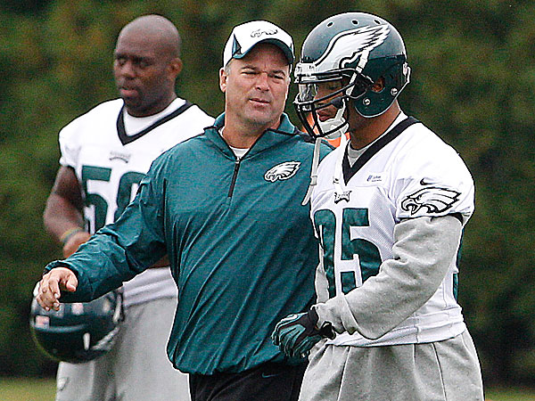 Eagles defensive coordinator Bill Davis and linebacker Mychal Kendricks. (David Maialetti/Staff Photographer)