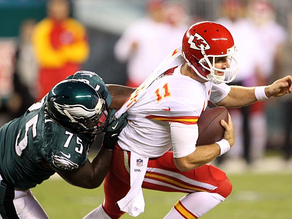 Eagles&acute; Vinny Curry sacks Kansas City Chiefs&acute; Alex Smith in the third<br />quarter.  (Yong Kim/Staff<br />Photographer)