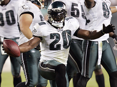 Brian Dawkins´ big play in the fourth quarter might have silenced a few of his critics from the Eagles´ loss in Dallas. (Tom Mihalek/AP)