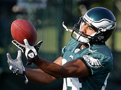 Hank Baskett, seen here catching a ball during training camp, was cut by the Eagles yesterday. (David Maialetti / Staff file photo)