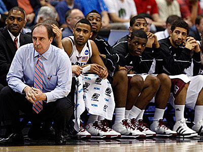 Fran Dunphy and the Temple Owls will square off with Syracuse on Dec. 22. (Steve Helber/AP file photo)