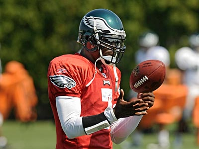 Michael Vick practiced today for the first time as the Eagles starting quarterback. (Clem Murray / Staff Photographer)