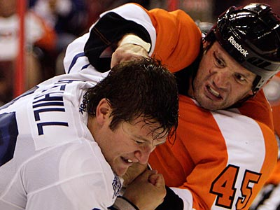 Flyers´ Jody Shelley fights Maple Leafs´ Jay Rosehill during Wednesday´s preseason game. (David Maialetti/Staff Photographer)
